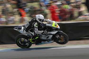 tom-neave-rider-crowe-performance-gallery-image12.jpg